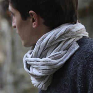 grey tubular scarf 1500 pix